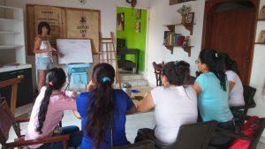 Erste Englischstunde für unser Team auf der Farm in  Kolumbien